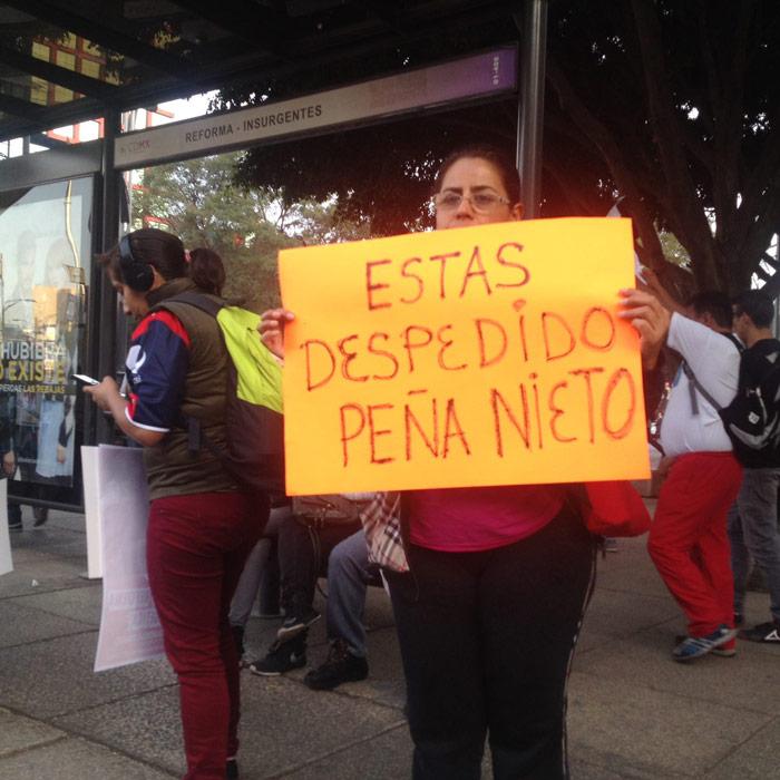 """La marcha de ayer. Al mismo tiempo, en Los Pinos, al Presidente lo llamaban """"estadista"""". Foto: SinEmbargo"""