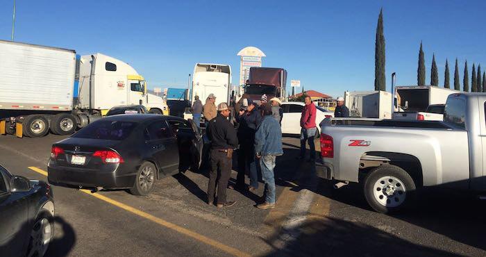 Bloqueo carretero de este lunes en Chihuahua. Foto: Policía Federal