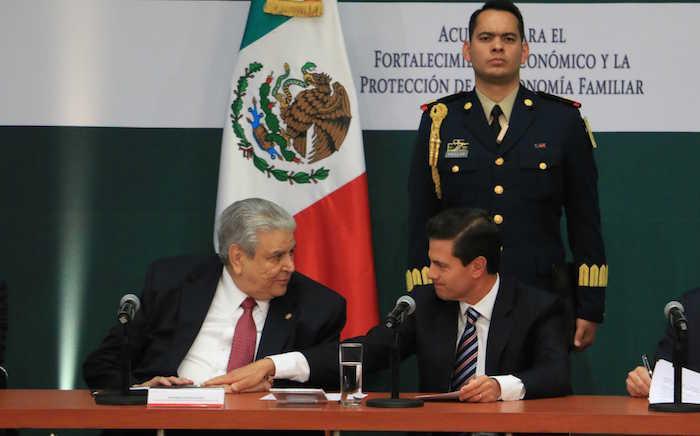 En su turno, Carlos Aceves del Olmo, Secretario General de la Confederación de Trabajadores de México, llamó a los empresarios a apoyar al Gobierno federal. Foto: Cuartoscuro