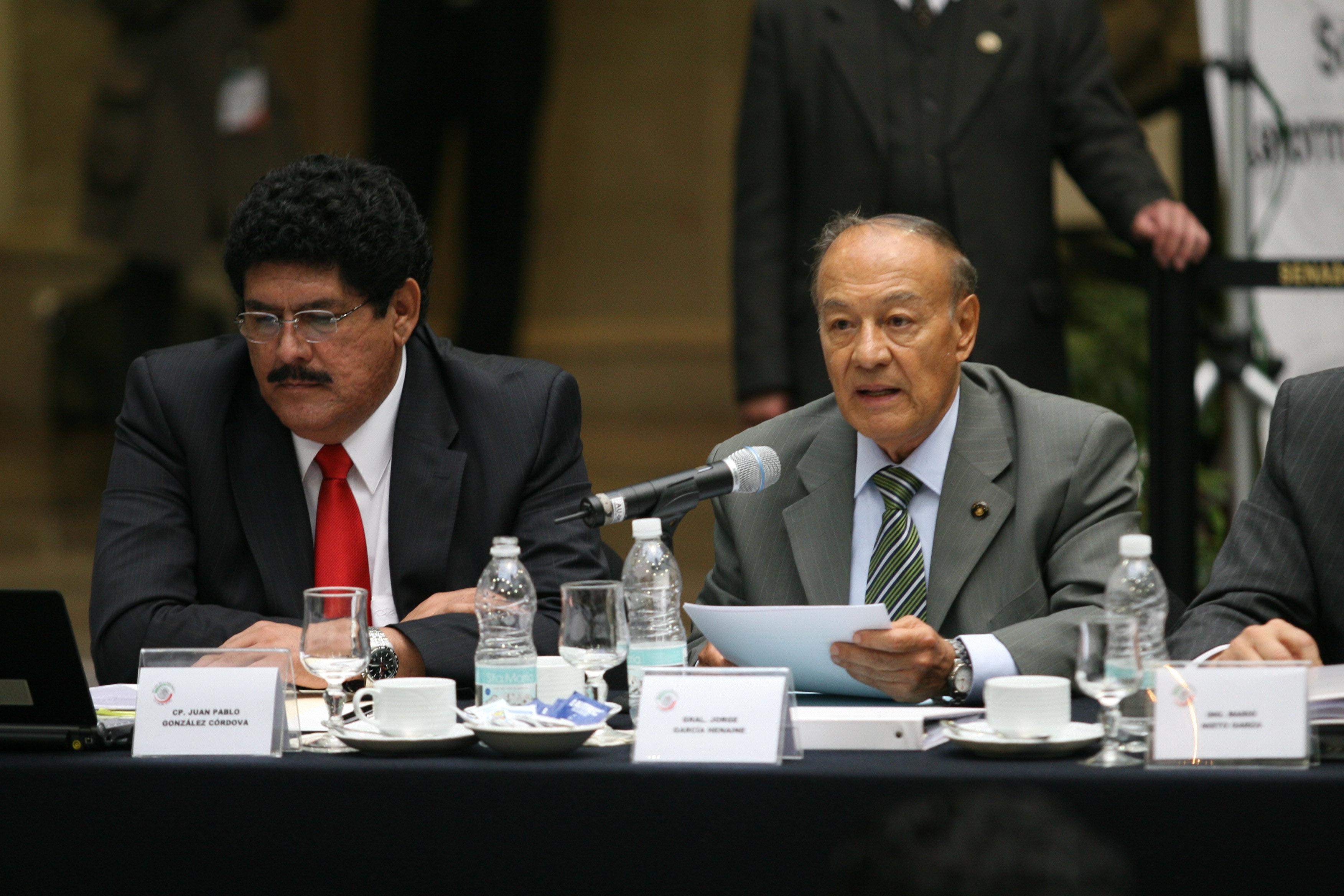 A la izquierda Juan Pablo González Cordova, presidente de la Amegas. Foto: Guillermo Perea, Cuartoscuro