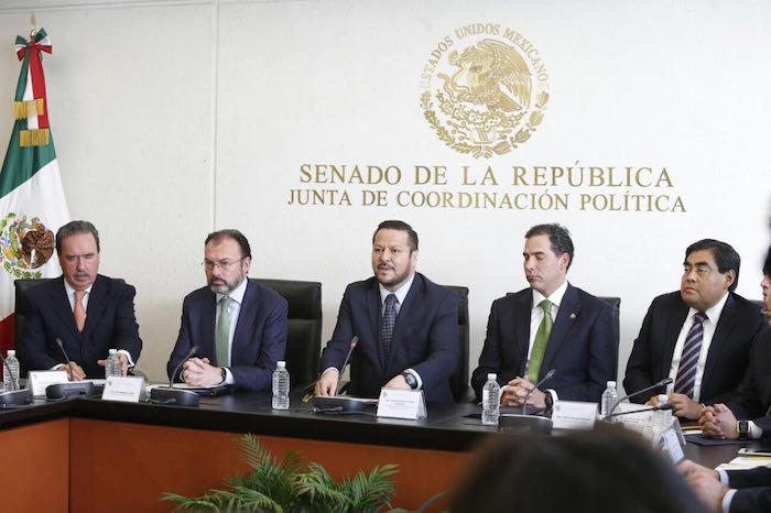 Trump: Empezaremos a renegociar el TLCAN con líderes de México y Canadá