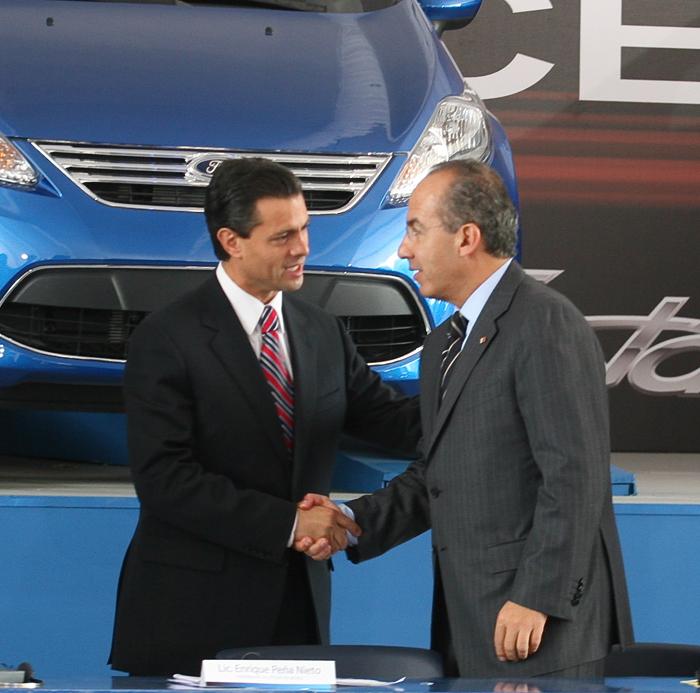 Peña y Calderón haciéndole fiestas a Ford, mientras la industria nacional se hundió en sus gobiernos. Foto: Cuartoscuro.