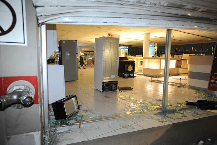 """Diversos testimonios refieren que se les pagaron entre mil y mil 500 pesos a los """"coordinadores"""" durante los saqueos en la entidad. Foto: Cuartoscuro"""