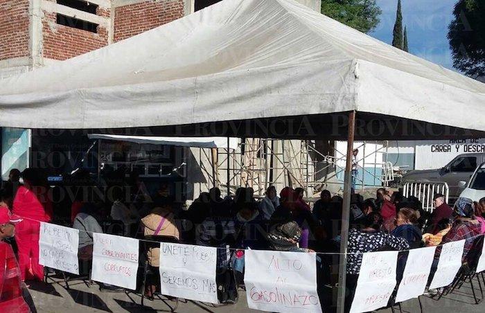 Los ciudadanos que protagonizan la toma del inmueble manifestaron que no bajarán la guardia. Foto: Provincia.