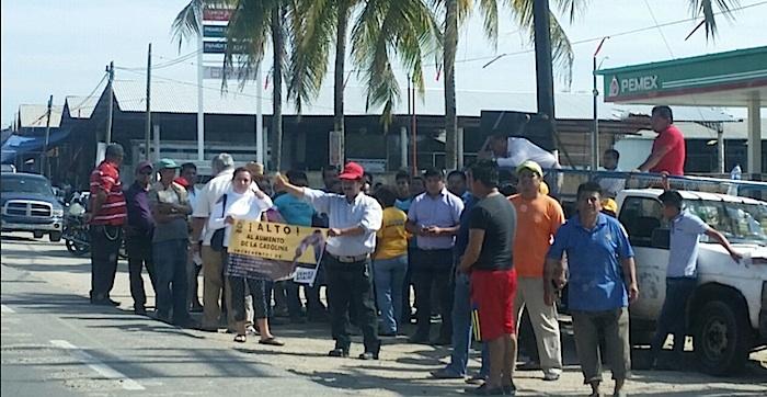 Bloqueo en la carretera Coatzacoalcos-Acayucan, Veracruz. Foto: PF