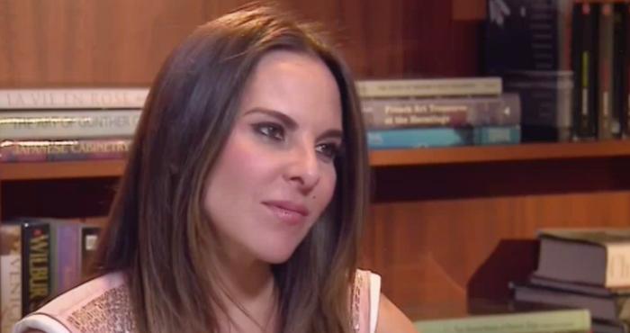 Kate del Castillo llora por no poder estar en México