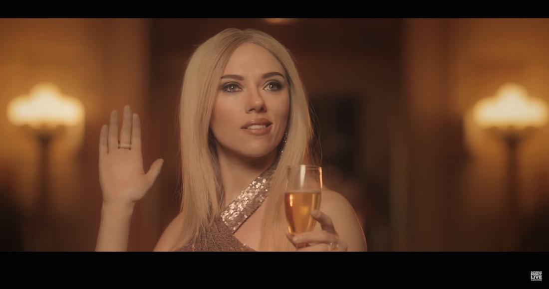 Scarlett Johansson se burla de Ivanka Trump en parodia