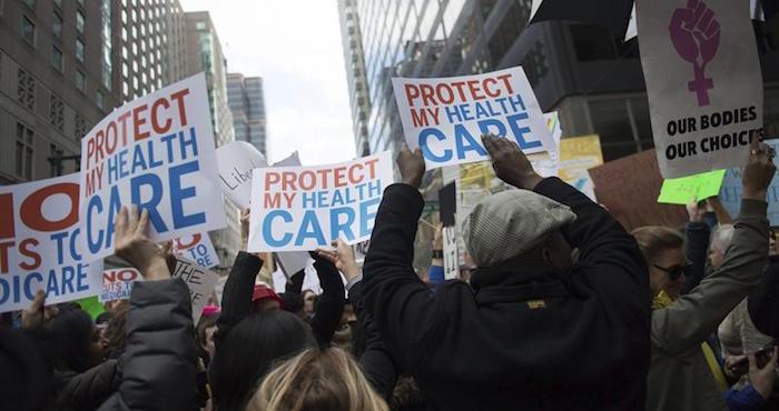 Republicanos presentan plan de salud pero no todos lo apoyan — EEUU