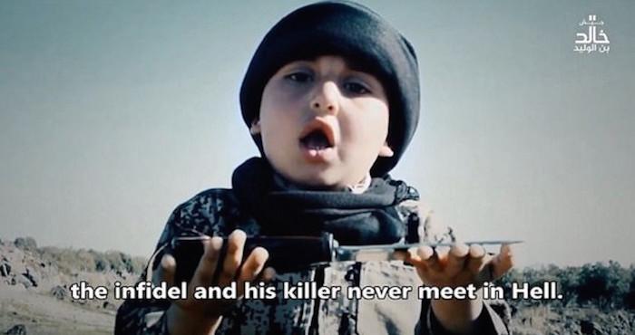 Niño de 6 años participa en decapitación por parte del EI