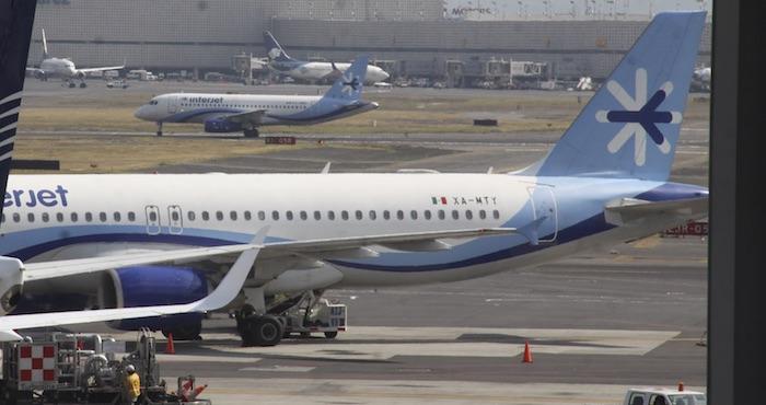 Multarán aerolíneas que cobren primera maleta
