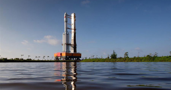 China lanza su primera nave de carga