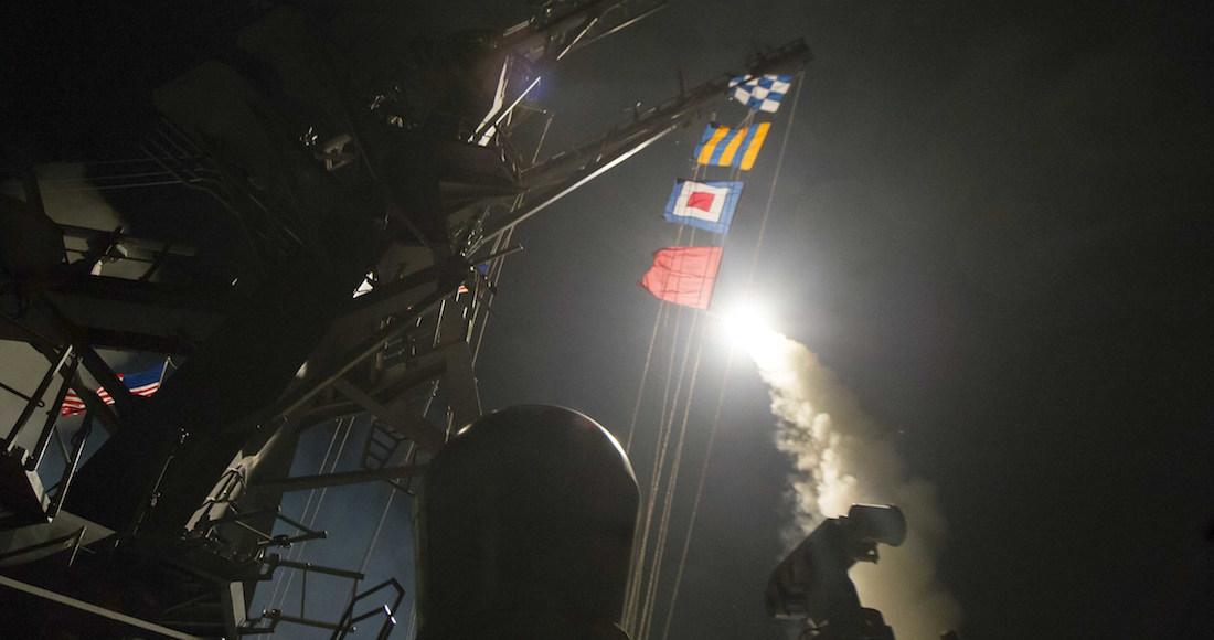 Canciller sirio asegura que ataque aéreo impactó depósito de armas químicas