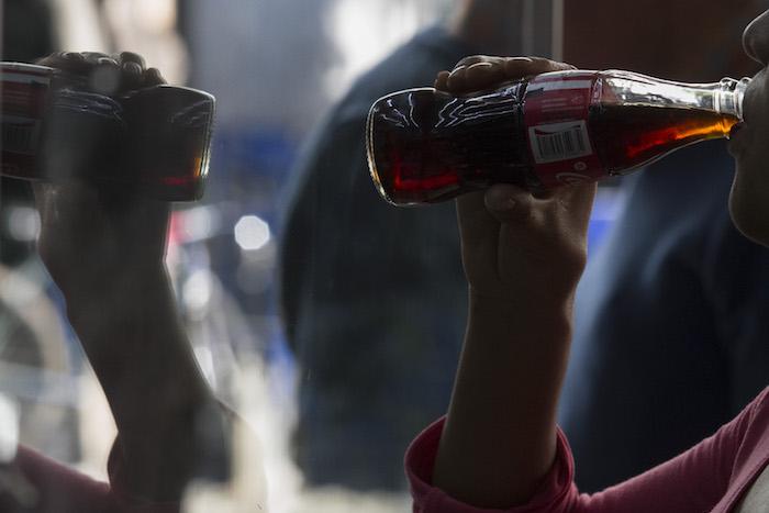 Beber refresco de dieta aumenta riesgos de demencia y derrames