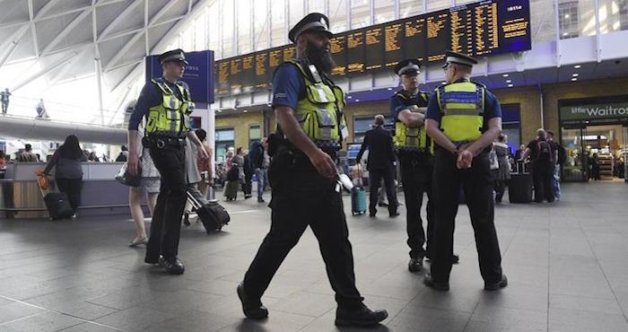 Policía de Manchester encuentra explosivo en Moss Side