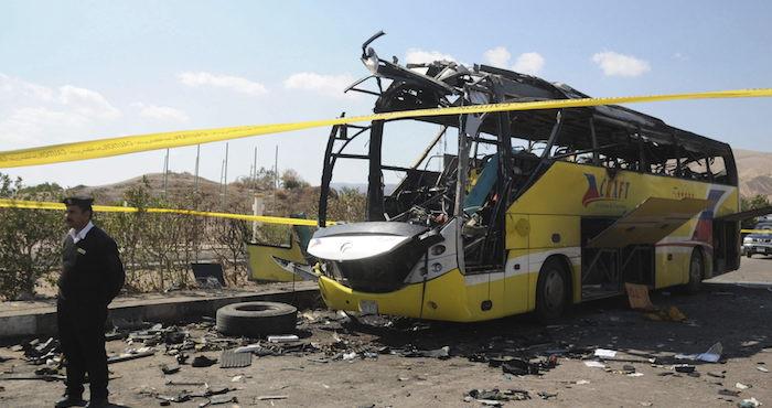 Mueren 26 personas por tiroteo contra autobús de cristianos coptos en Egipto