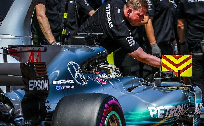 Pole de Raikkonen, Checo Pérez 7º y Hamilton 14º — Ferrari vuela