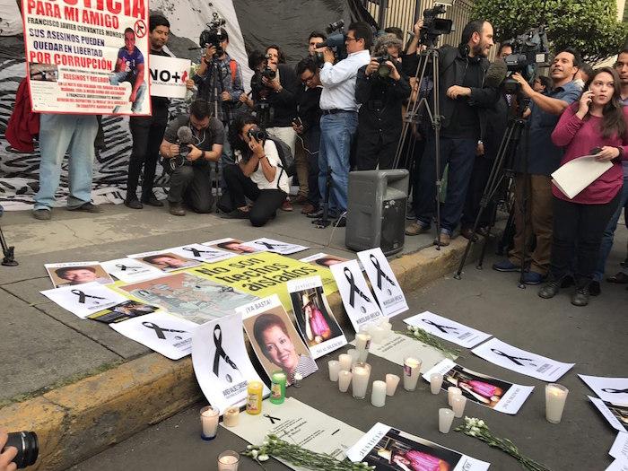 Periodistas protestan en delegación de la PGR en memoria de Javier Valdez