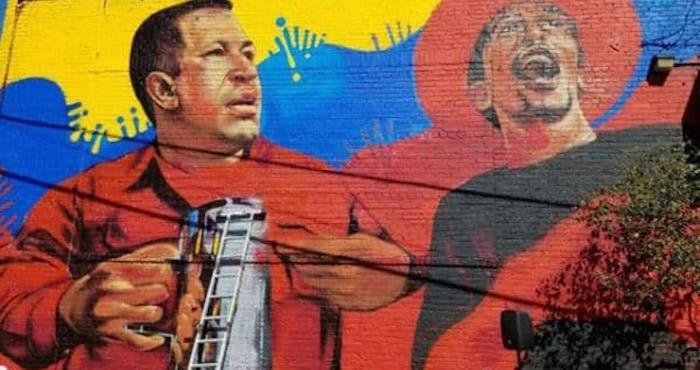 [VIDEO] Venezolanos destruyeron mural de Chávez en Nueva York, EE.UU