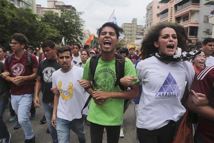 Maduro convocará una constituyente militar