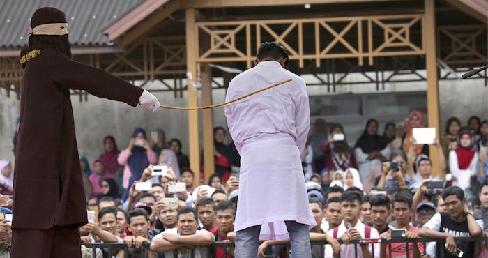 141 hombres fueron detenidos por participar de una orgía gay en Indonesia