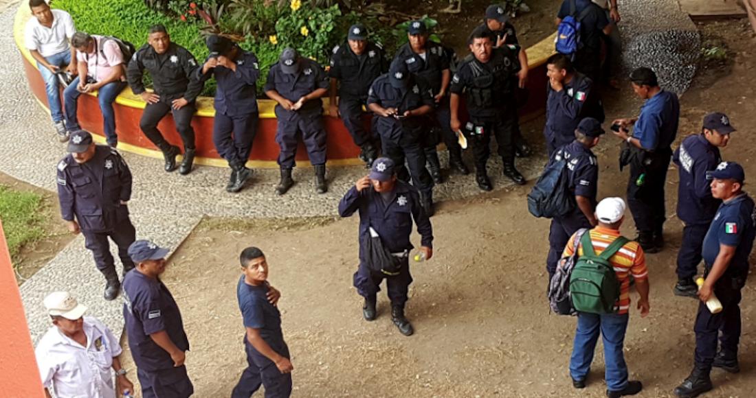 Liberan a 31 policías de Zihuatanejo