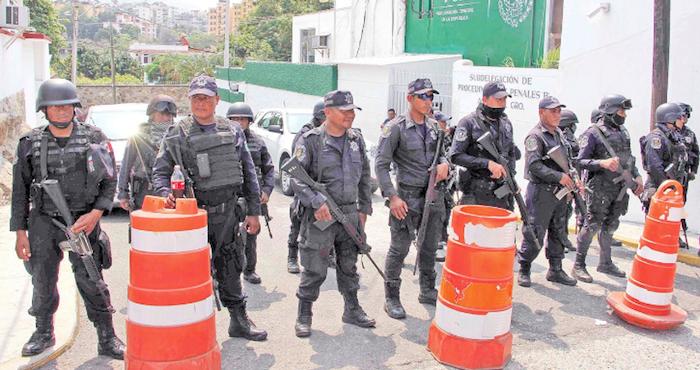 Delincuencia inflitra a policía en Azueta; gobierno los desarma