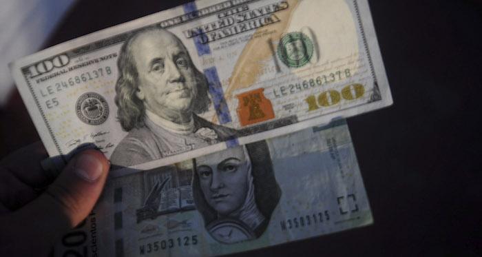 El precio del dólar cierra su venta en $18.25 pesos
