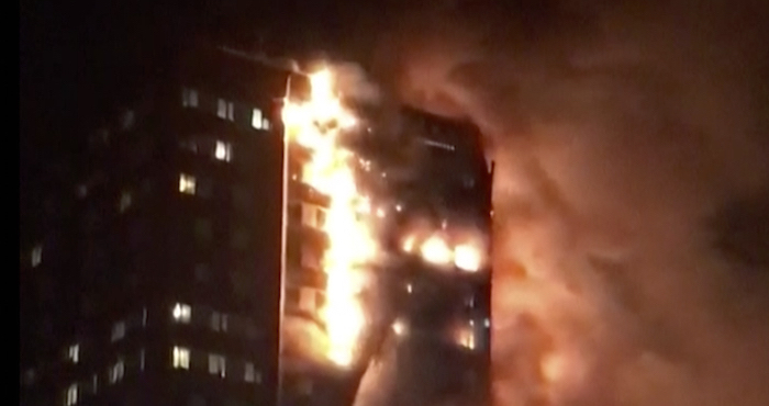Aumenta a 12 el número de muertos por incendio en Londres