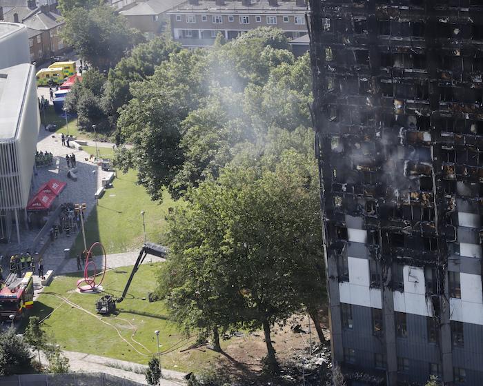Elevan a 58 cifra de muertos por incendio en torre de Londres