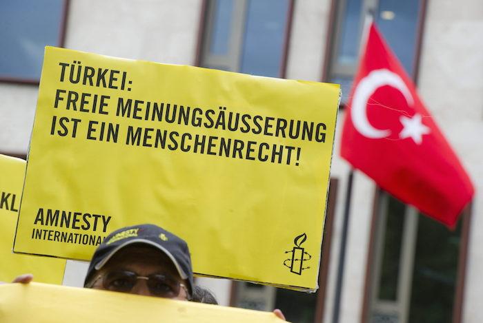Alemania convoca al embajador turco por detención de activista