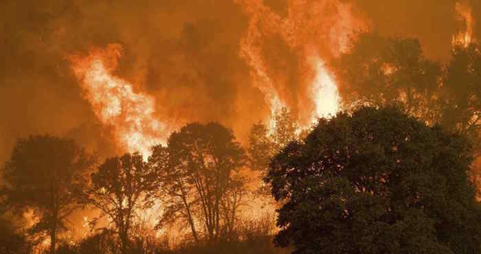 5.000 personas evacuadas por incendio forestal en California, EE.UU
