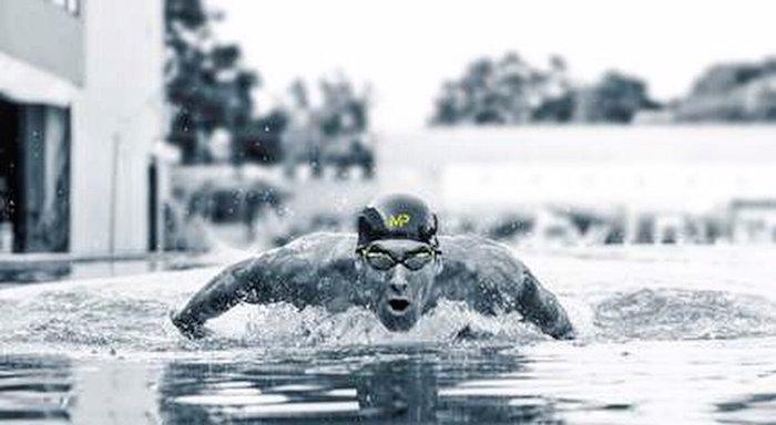 Michael Phelps pierde competencia ante tiburón blanco