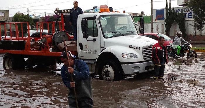 Caos en Tultitlán por lluvias; Mexibús suspende servicio