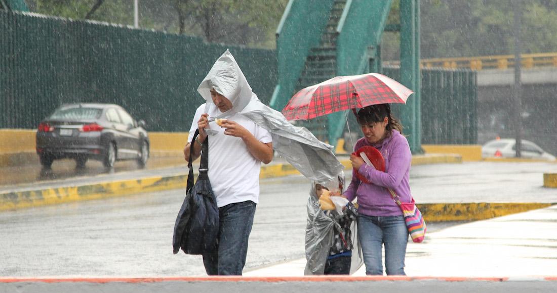 Hilary se aleja de las costas mexicanas como huracán categoría 2