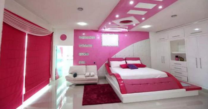 """Una de las habitaciones de la casa de """"Kike"""" Plancarte en Michoacán. Foto: YouTube, Infobae"""