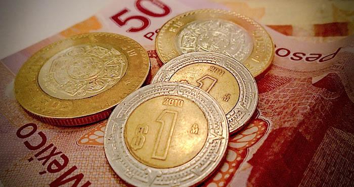 Petróleo se dispara pero peso cae; dólar sube a este precio