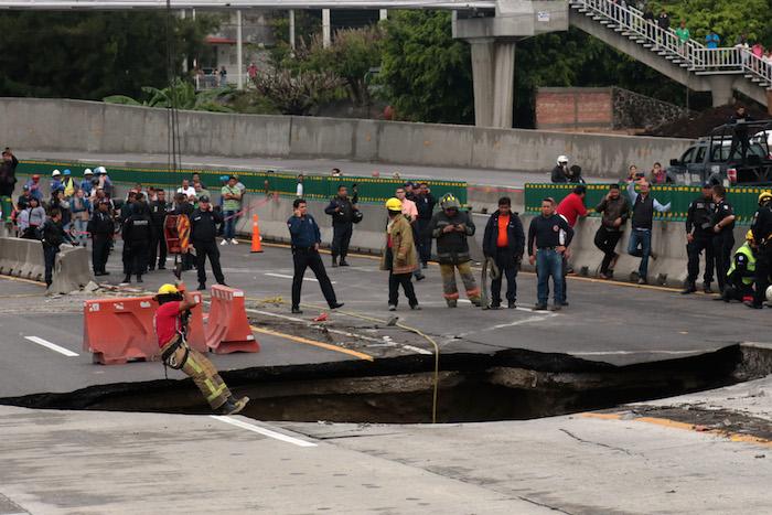ADEMÁS  Familia de víctimas en Paso Exprés pide castigo a negligentes cesan al delegado de la SCT en Morelos