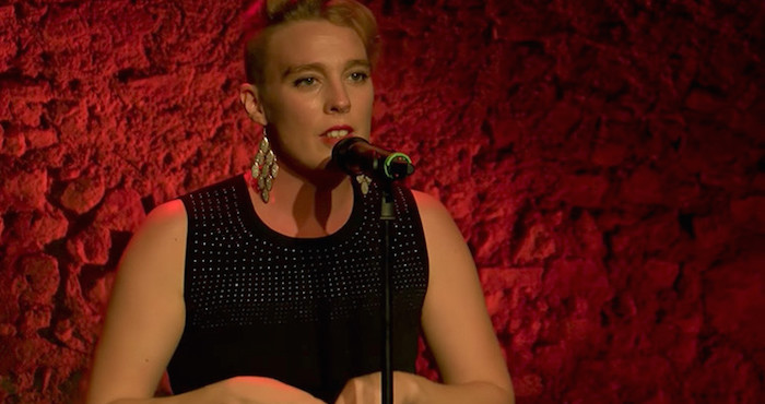 Francia: La cantante Barbara Weldens muere en pleno concierto