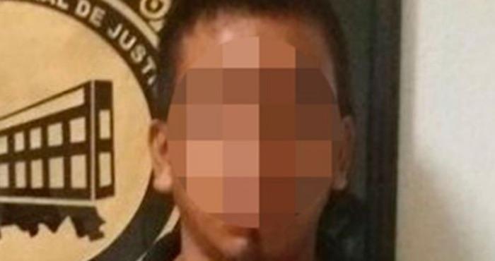Detienen a adolescente que asesinó a puñaladas a su novia