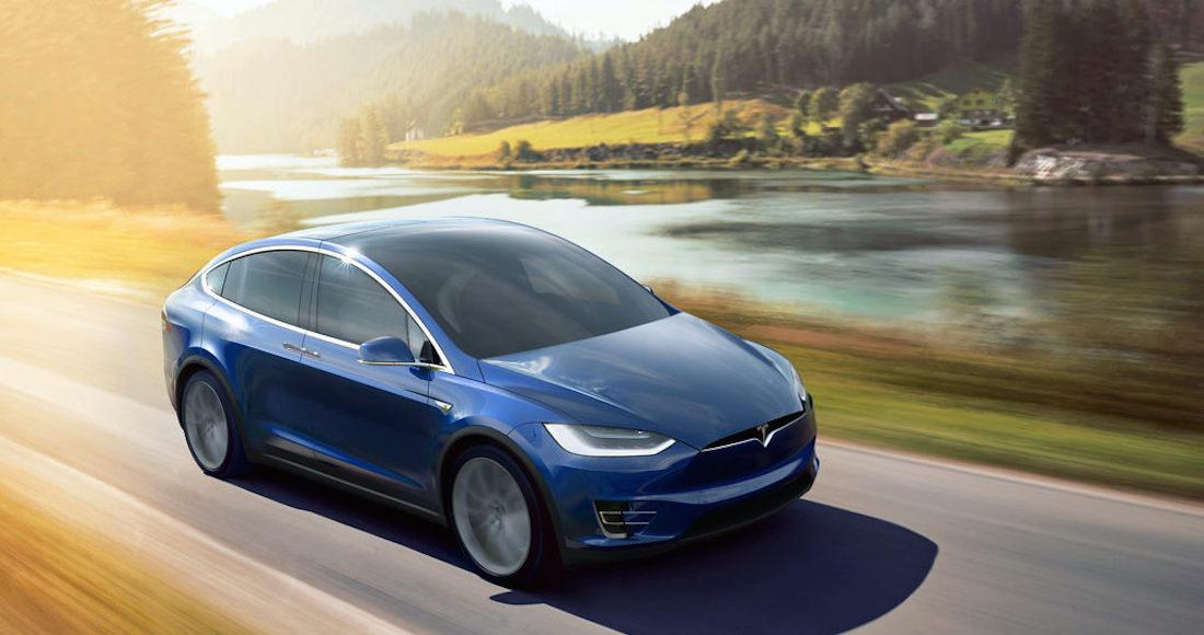 Tesla recoger a una distancia de sus vehículos con el fin de ayudar a sus clientes — El huracán Irma