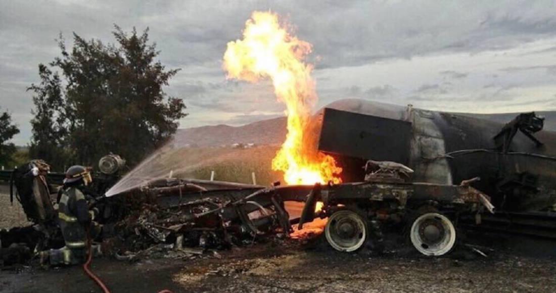 Bloquean autopista Puebla-Orizaba por detención de presunto huachicolero