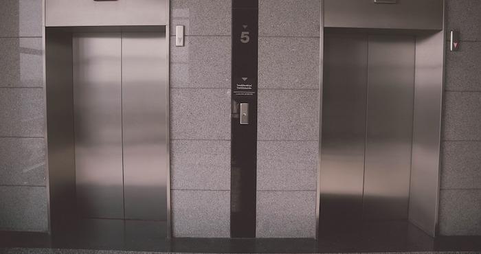 Cayó por hueco de ascensor chico de 2 años — Hospital de Niños