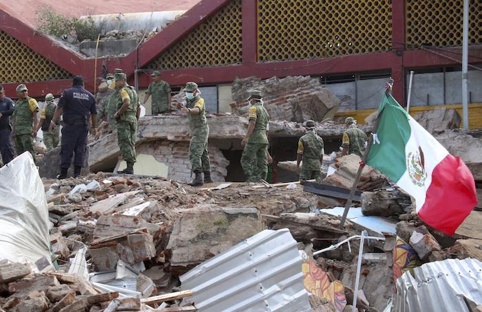 Asciende a 64 el número de muertos por el sismo