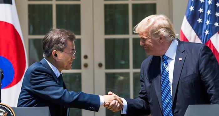 Moon convoca al Consejo de Seguridad Nacional tras el nuevo misil norcoreano