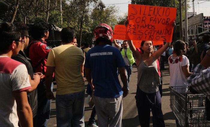 Descartan la existencia de niña bajo escombros — México