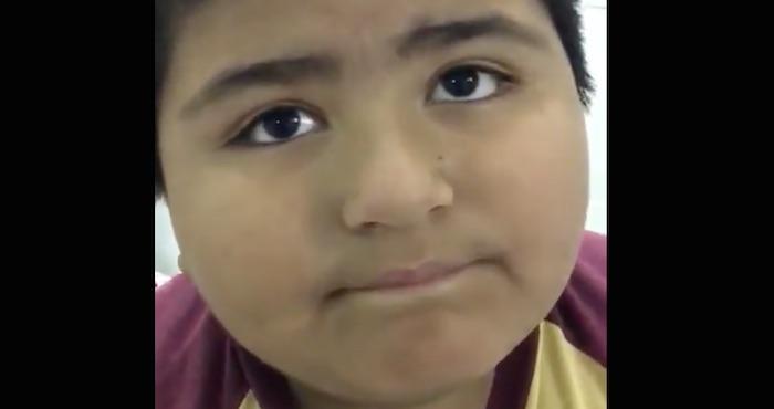 El video del niño que se come un silbato se vuelve viral