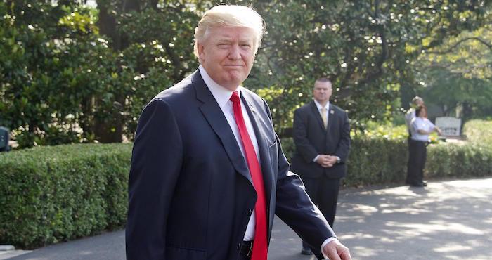 Trump alcanza acuerdo con líderes demócratas sobre deuda y ayuda por Harvey