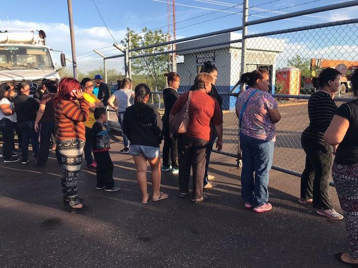 Derrumbe deja a 2 mineros de AHMSA atrapados en Coahuila