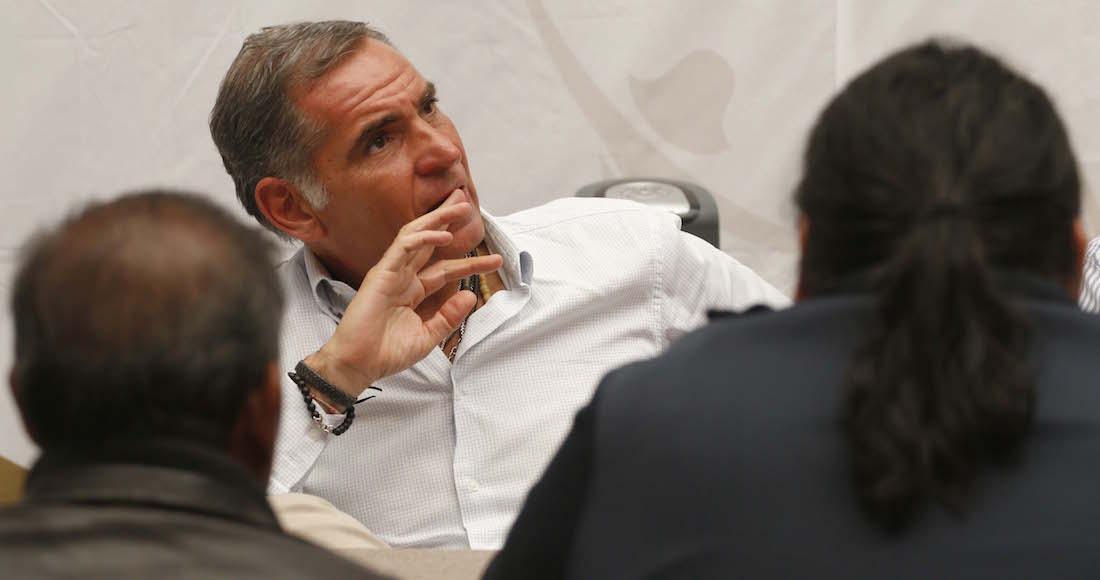 Detienen a tres exfuncionarios de Gabino Cué