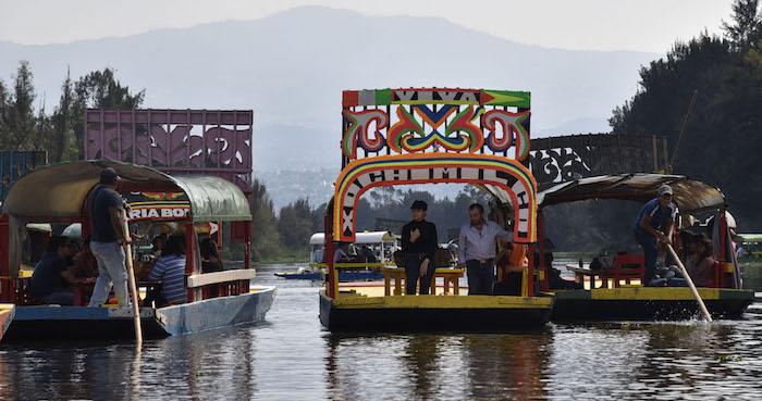 Balean a cuatro en trajineras de Xochimilco